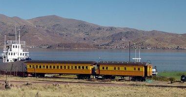 Mit dem Zug am Titicacasee unterwegs