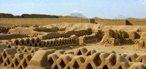Auf ihrem kulturellen Höhepunkt im 15. Jahrhundert lebten in Chan Chan zwischen 35.000 und 60.000 Einwohner.