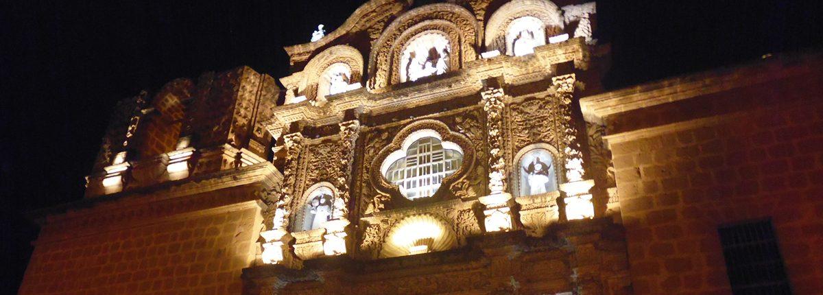 Iglesia Belen en Cajamarca bei Nacht