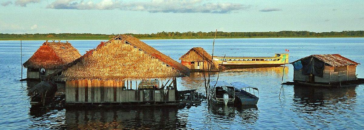 Schwimmende Häuser auf dem Amazonas