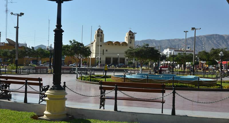 Nasca-Plaza-de-Armas
