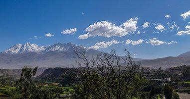 Blick auf die Vulkane Misti und Chachina