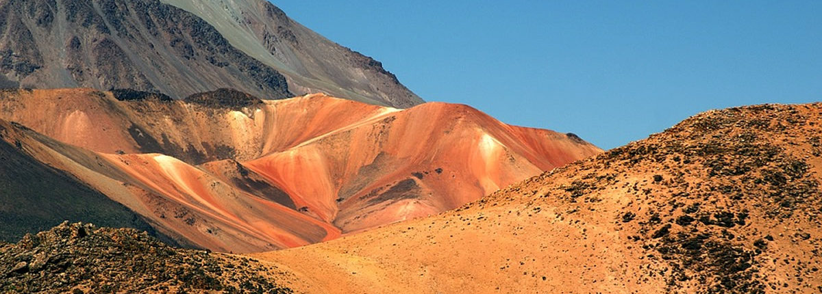 Farbenspiel der Anden in Peru