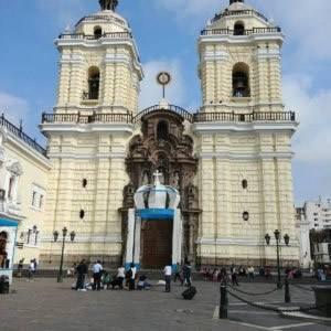 Kirche und Franziskanerkloster