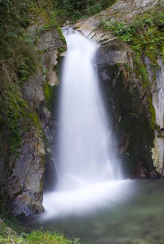 Wasserfall – Mandor Gärten (Quelle: jardinesdemandor.com)