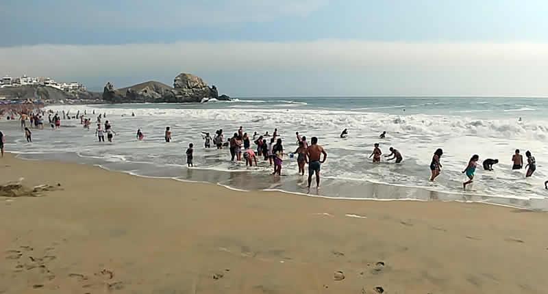 Punta Negra Surfen Baden Hohe Wellen und Straende
