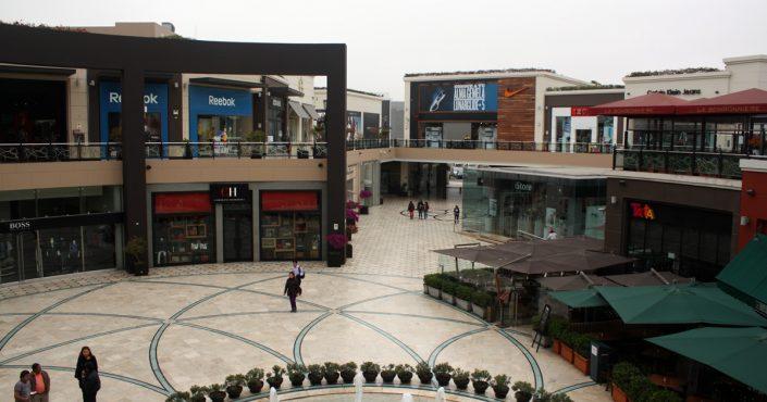Limas größtes Einkaufszentrum - die Jockey Plaza