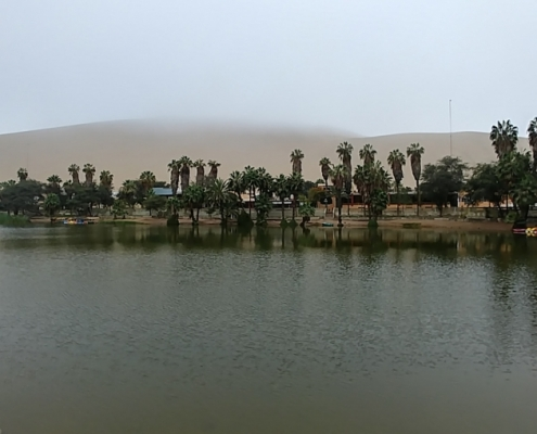 Huacachina am Morgen im Nebel