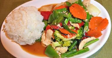 Peru Lima Vegetarisches Gericht mit Huhn