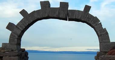 Arco Isla Amantani Lago Titicaca