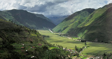 Heilige Tal in der peruanischen Regenzeit